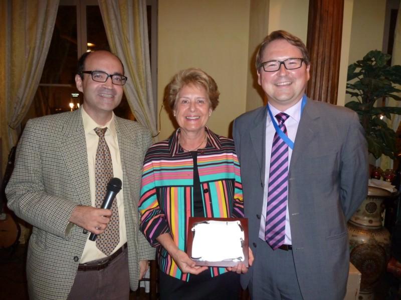 MCMonnoyer entourée de Luis Rubalcaba ancien président du Reser et Patrik Ström président du Reser